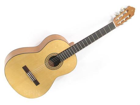 Gitara klasyczna Yamaha (1)